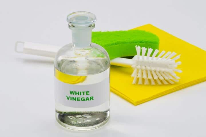 White vinegar for cleanning