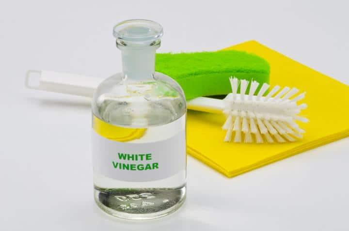 White vinegar for cleanning